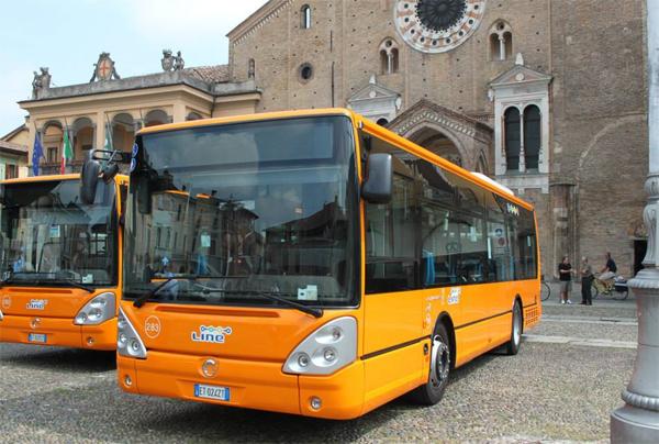 un autobus del trasporto pubblico locale