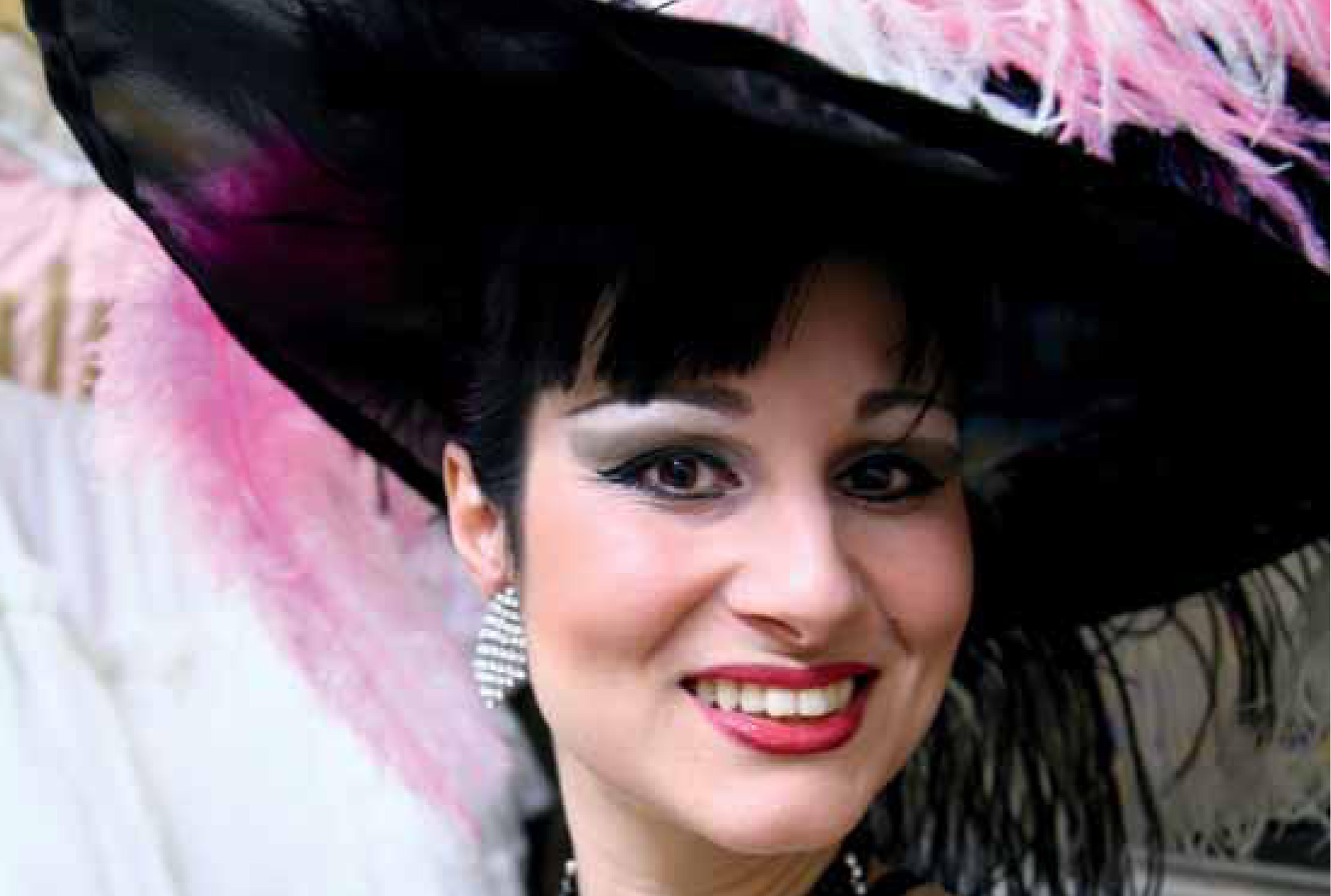 immagine dal libretto con la soprano e soubrette Elena D'Angelo