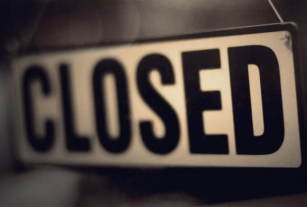 la scritta closed