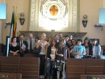 Foto di gruppo del Sindaco con gli studenti