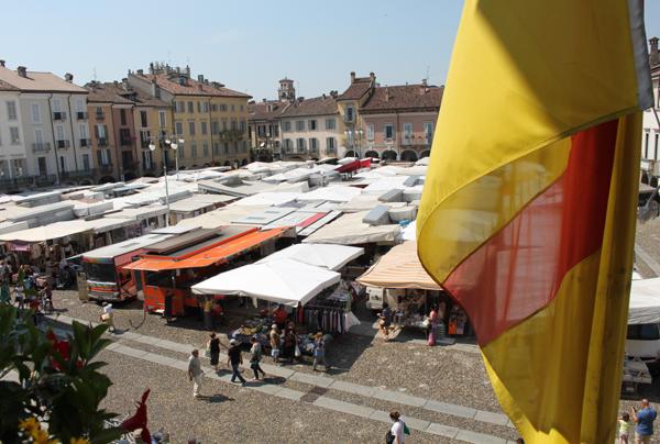 il mercato in piazza della vittoria