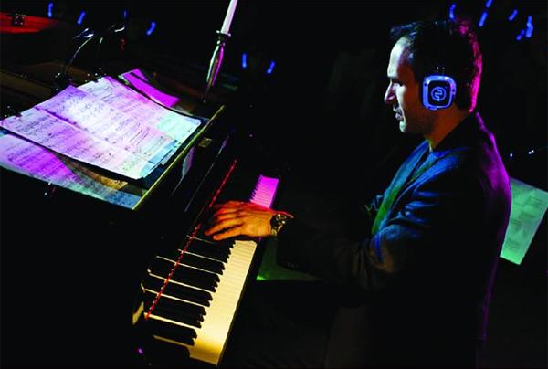 un pianista che suona