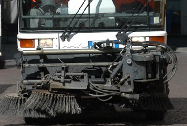 Un macchinario per la pulizia strade