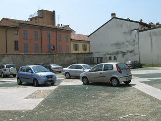 Il parcheggio di via Bassi