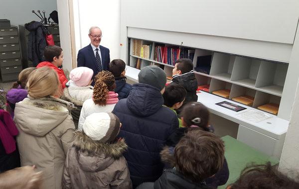 Gli alunni della 'Cabrini' in visita all'archivio dell'ufficio anagrafe - Lodi, 16 febbraio 2016