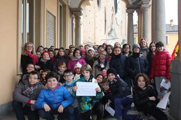 Foto di gruppo sul Loggione per gli alunni delle quinte della 'Maria Ausiliatrice' - Lodi, 16 febbraio 2016