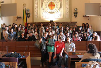 Gli studenti in visita a Lodi nell'aula consiliare
