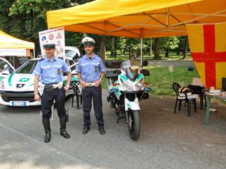 glia agenti con l'auto e la motocicletta