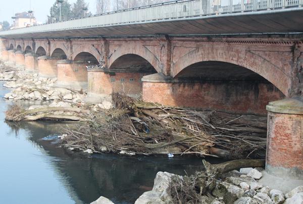 i piloni del ponte sull'adda