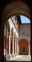 L'ingresso del cortile del Liceo Verri